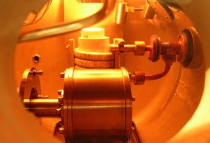 真空炉内の金属溶解